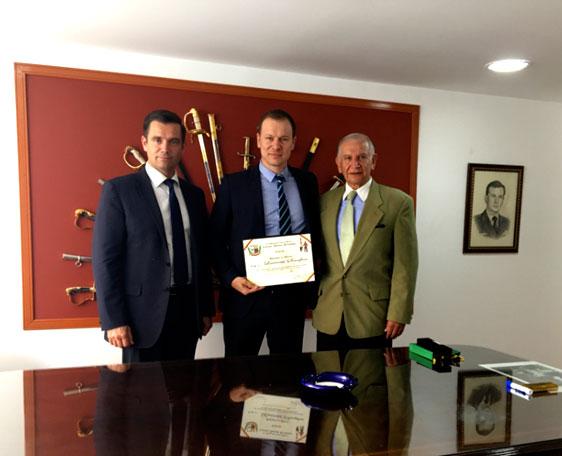 <p>Premio Profesional del año – Categoría: especialista en seguridad</p>  - Velours International